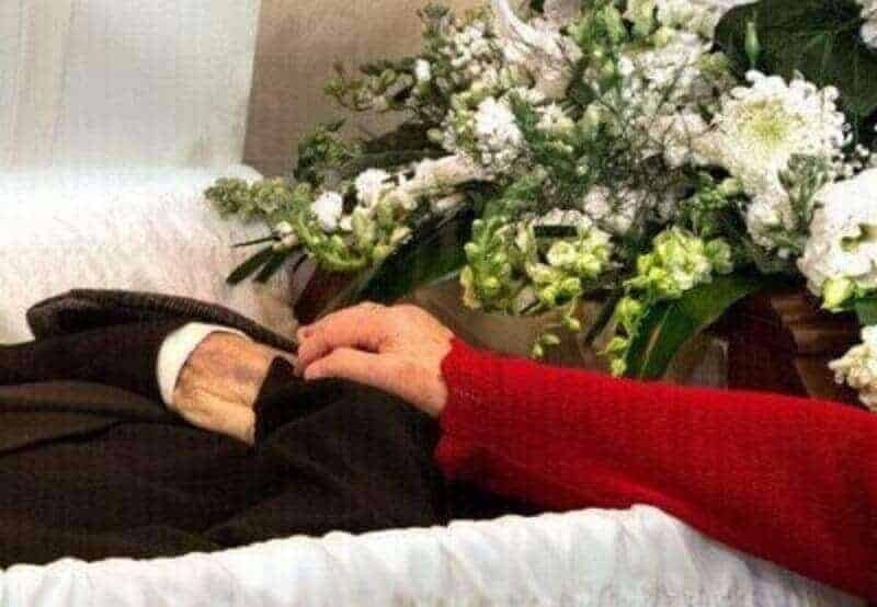 Who has the Right to Decide on the Funeral Arrangements of the Deceased?